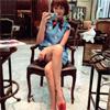タレントの紗栄子、髪色を変えるも美脚とファッションが話題に