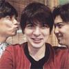 俳優の城田優、山崎育三郎、尾上松也とのスリーショットを公開
