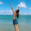 モデルのマギー、海で夏を満喫する写真を公開
