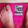 モデルの佐野ひなこ、40kgの体重計写真を公開で心配の声多数