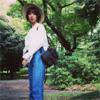 元AKB48の篠田麻里子、脚の長さが際立つ夏デニムファッション...
