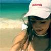 女優の仲里依紗、海ではしゃいでいる動画を公開