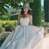 AKB48の小嶋陽菜、自身のデザインしたウエディングドレスを着...
