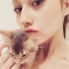タレントのダレノガレ明美、猫ちゃんの「ジジ」とツーショッ...