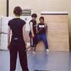 タレントの篠田麻里子、舞台稽古中の後ろ姿がカッコイイと話題