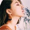 モデルのラブリ、透明感のある横顔の写真を公開