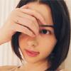 モデルの玉城ティナ、舌だし姿の写真が絶賛