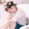 モデルの村田倫子、ソファに座っている姿がお人形みたい
