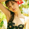 モデルの内田理央、夏全開の水着がまぶしい