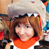 紗栄子、USJのお土産屋でJAWSの被り物をかぶった姿が可愛い