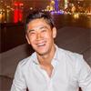 香川真司、中国上海の綺麗な夜景をバックに素敵な笑顔